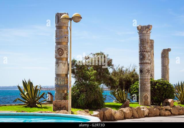 Monument to Mediterranean Cultures on Punta Margalla. Sunny Mediterranean beach, Central pedestrian street, Torrevieja, - Stock-Bilder