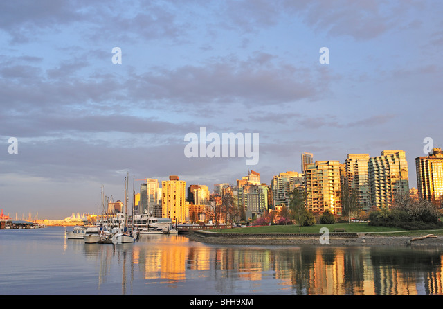 Coal Harbour looking toward downtown with Devonian Harbour Park, Vancouver, British Columbia, Canada - Stock Image