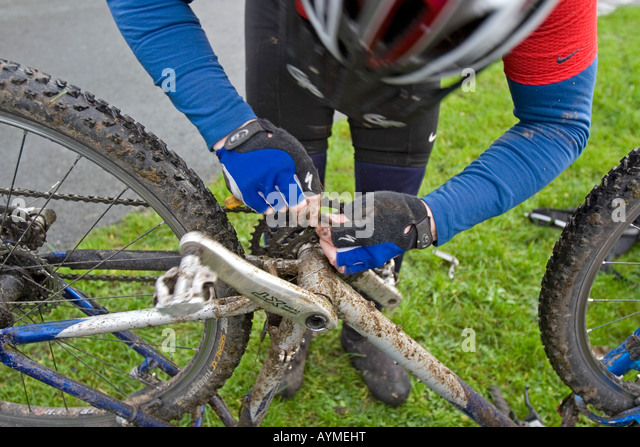 Close-up of cyclist repairing a broken chain during Mountain Bike trip in Yorkshire Dales, Great Britain - Stock Image