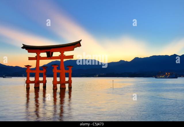 The otori gate which welcomes visitors to Miyajima, Japan. - Stock-Bilder