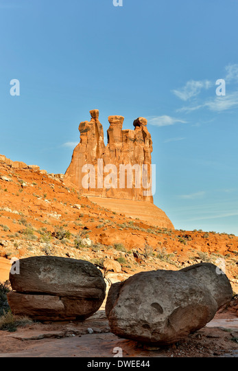 Three Gossips and boulders, Park Avenue trail, Arches National Park, Moab, Utah USA - Stock Image