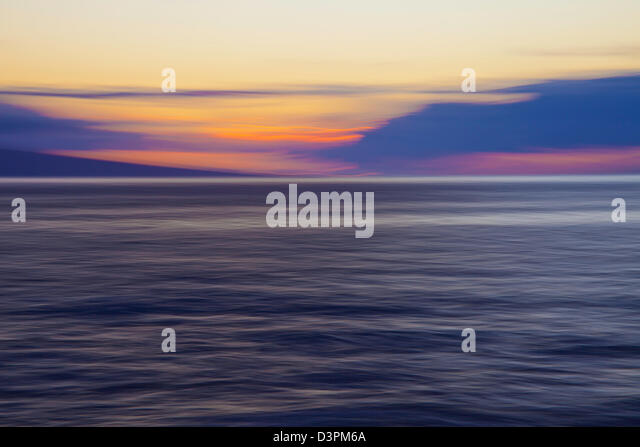 An intentionally/artistically blurred sunset from the island of Maui, Hawaii. - Stock-Bilder