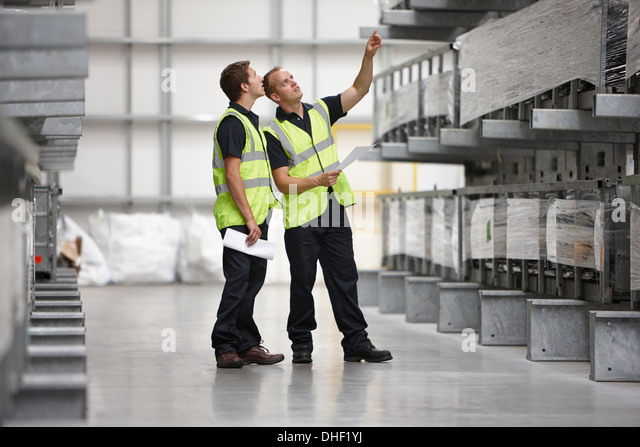 Warehouse workers checking shelves in engineering warehouse - Stock-Bilder