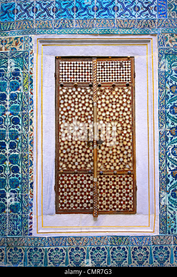 Iznik tiled walls & inlaid cupboard door of the the Harem of the Topkapi Palace, Istanbul, Turkey - Stock Image