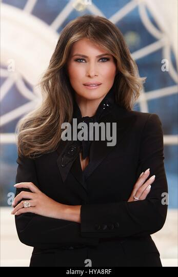Washington, USA. 03rd Apr, 2017. U.S. First Lady Melania Trump official portrait released by the White House April - Stock-Bilder