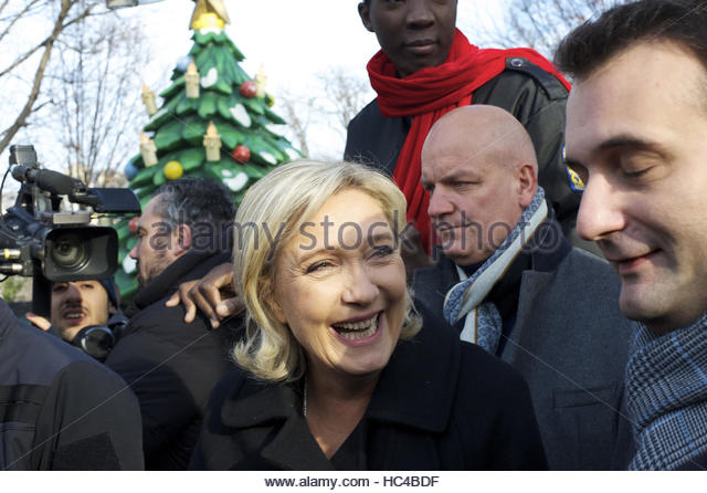 Paris, France. 8th Dec, 2016. French politician and president of the National Front Marine Le Pen visits the Christmas - Stock Image