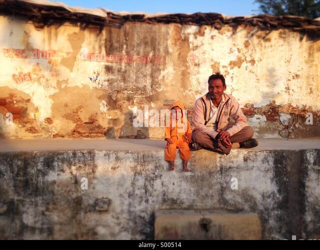 Man and child, Narlai, Rajasthan. - Stock-Bilder