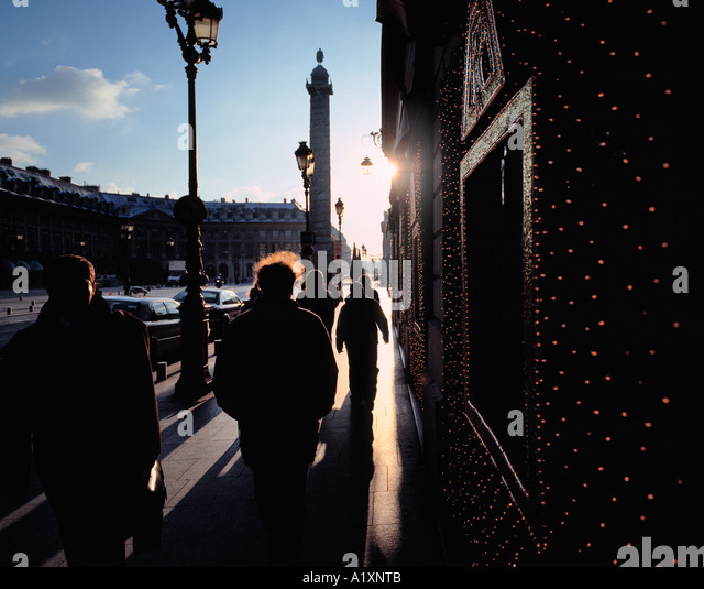 People shopping at Christmas time, Place Vendome, Paris. - Stock Image