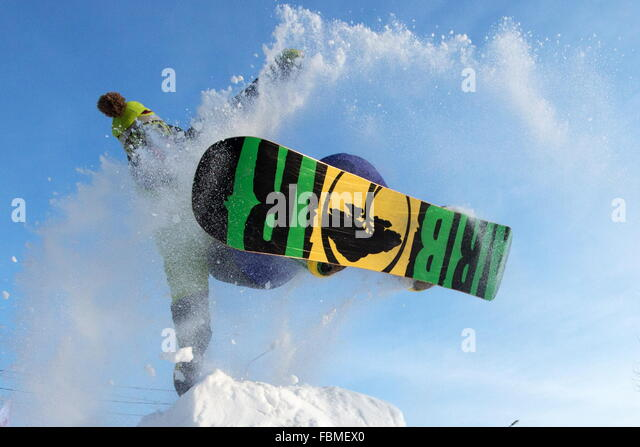 Omsk, Russia. 17th Jan, 2016. A young man snowboarding on All-Russian Snow day. © Dmitry Feoktistov/TASS/Alamy - Stock Image