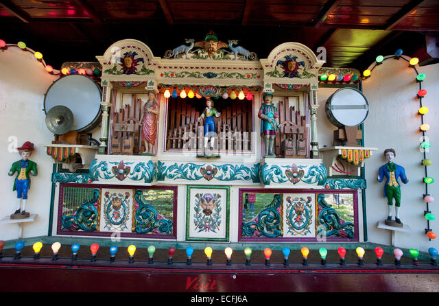 A colourful Mechanical Organ powered by a Charles Burrell & Sons 1920 Showmans Traction Engine 'Princess - Stock Image