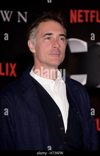 London, UK. 1st November, 2016. Greg Wise attending the World Premiere of THE CROWN at the Odeon Leicester Square - Stock Image