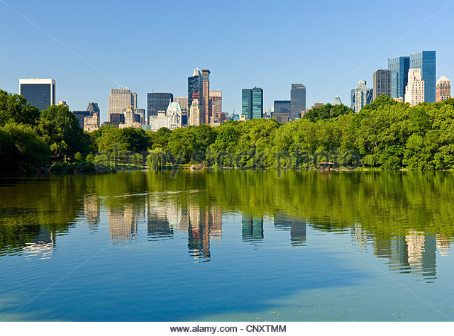 Central Park The Lake Central Park South Manhattan Skyline - Stock Image