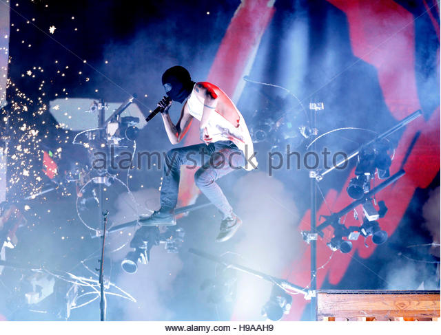 Twenty One Pilots perform a medley of 'Heathens/Stressed Out' at the 2016 American Music Awards in Los Angeles, - Stock-Bilder