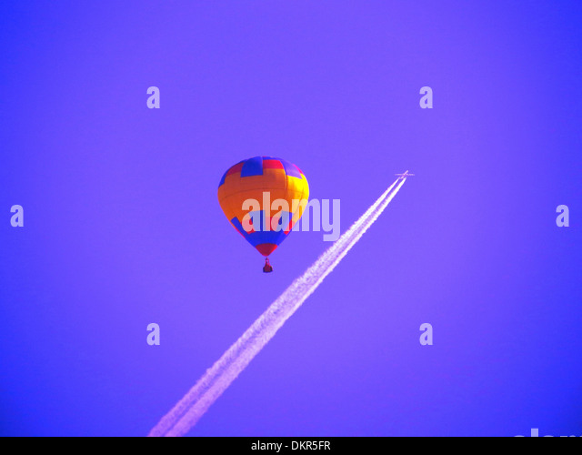 Hot-air balloon, fly, sky, blue, airplane, condensation trail, jet, plane, airplane, fly, stripe, concepts, - Stock-Bilder