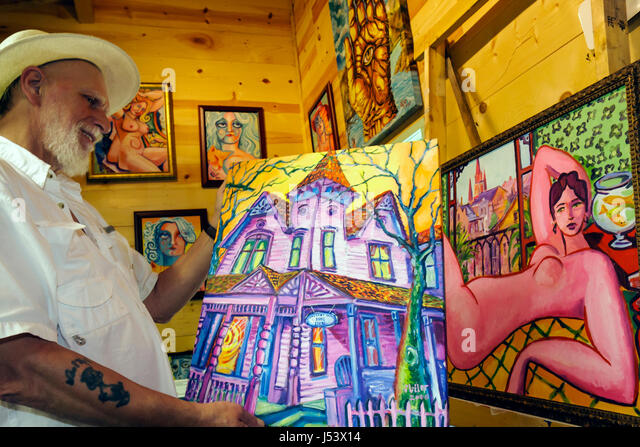 Arkansas Eureka Springs The Art Colony fine art studios galleries man painting canvas Jack Miller - Stock Image