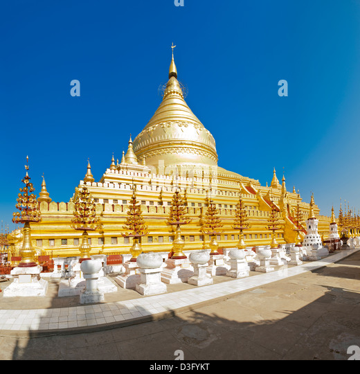 11th Century Shwezigon Pagoda in Bagan in Myanmar (formerly Burma). This is a stitch of several images. - Stock-Bilder