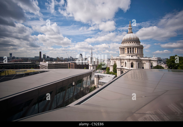 St. Paul's Cathedral in city center - Stock-Bilder