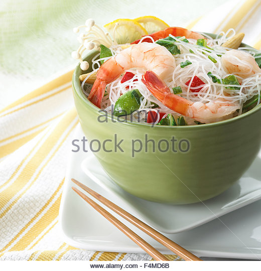 Shrimp with Chinese noodles and sugar pees - Stock Image