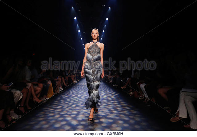A model presents creations from the Marchesa Spring/Summer 2017 collection during New York Fashion Week in the Manhattan - Stock-Bilder