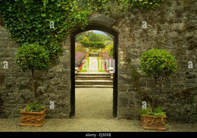 Entry into the Gardens at Dromoland Castle. Ireland - Stock-Bilder