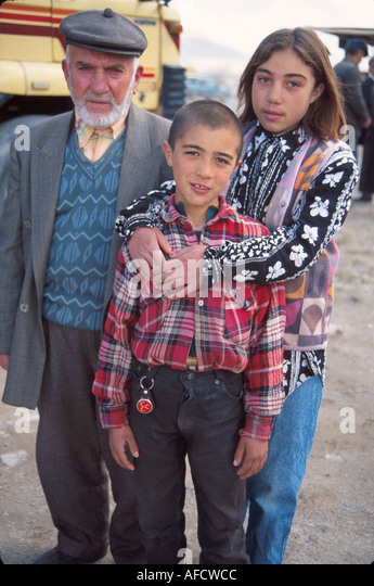 Turkey Cappadocia Derinkuyu siblings & grandfather - Stock Image