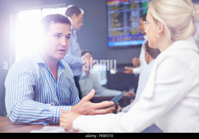 Business man and business woman in  fice face to face having discussion - Stock-Bilder