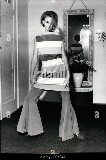 Sep. 09, 1964 - Like in the Twentieth the young Munich fashion designer Werner Wunderlich dressed his modell GUDRUN. - Stock Image