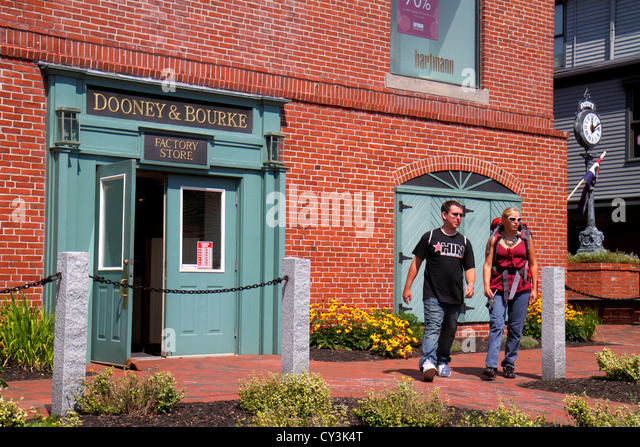 Maine Freeport outlet factory store shopping Dooney & and Bourke women's handbags leather goods entrance - Stock Image