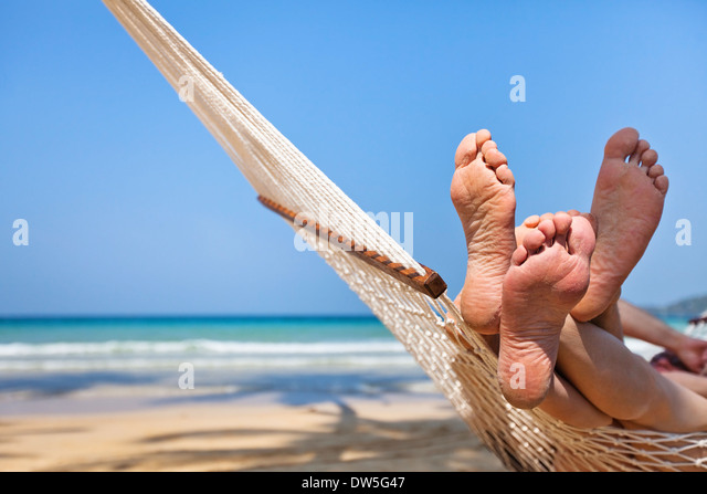 couple in hammock on the beach - Stock Image