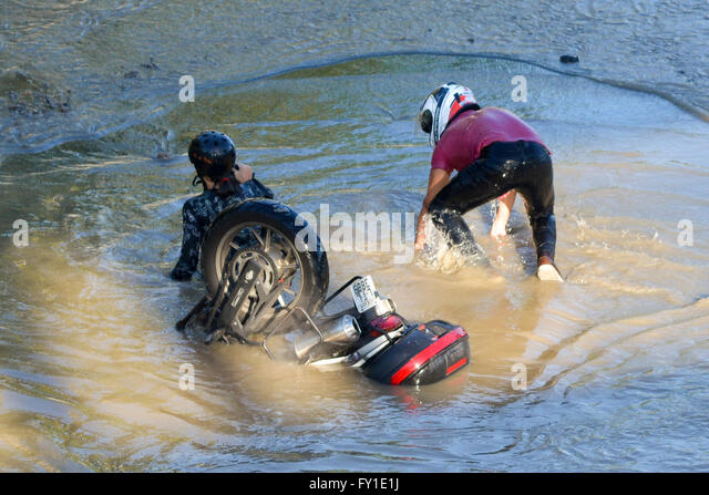 Rio De Janeiro, Brazil. 20th April, 2016. Water leak leaves Radial Avenue West, north of the city, interdicted, - Stock Image