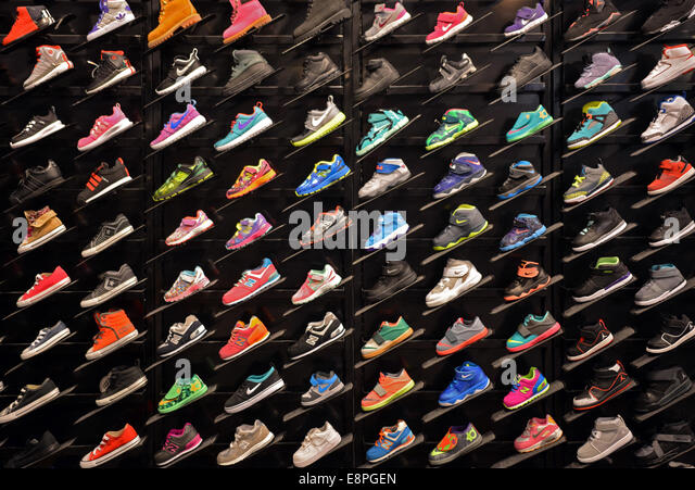 Colorful display of children's athletic shoes at Foot locker sporting goods Roosevelt Field Mall, Garden City, - Stock-Bilder