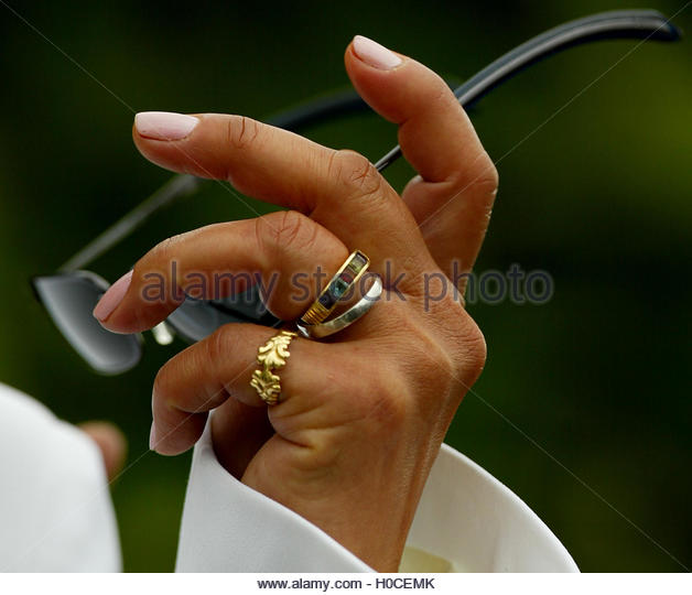 Brazilian Raimunda Rothen shows off her ring after marrying train robber Ronnie Biggs in Belmarsh prison, south - Stock Image
