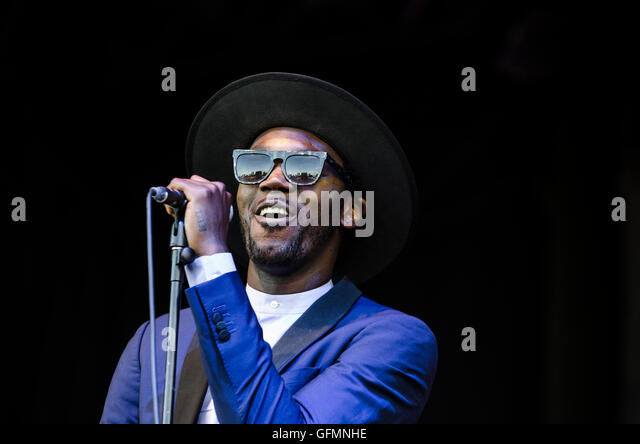 WOMAD Festival, Charlton Park, Wiltshire, UK. Sunday 31st July, 2016. Baloji & L?Orchestre de la Katube perform - Stock-Bilder