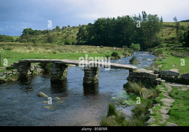 Traditional clapper bridge at Postbridge, Dartmoor, Devon, England, Europe - Stock-Bilder