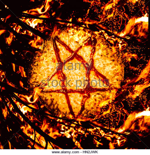 Saucery in a satanic star burning in a occult ritual of pizza sacrifice. Pizzagate inferno - Stock Image