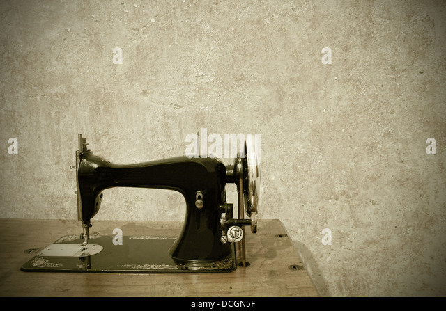 a very old sewing machine on a white background - Stock-Bilder