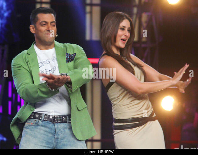 Bollywood Salman Khan Kareena Kapoor performs launch item song Fevicol se upcoming film Dabangg 2 sets Bigg Boss - Stock-Bilder