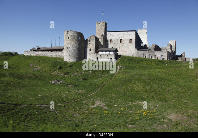 The ruin of the medieval Wesenberg stronghold pictured in Rakvere, Estonia, June 2009. Photo: Willy Matheisl - Stock Image