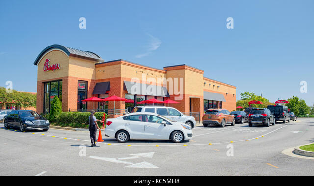 Chick-fil-A fast food restaurant double drive through lanes on a busy lunch hour.  Montgomery, Alabama USA - Stock Image