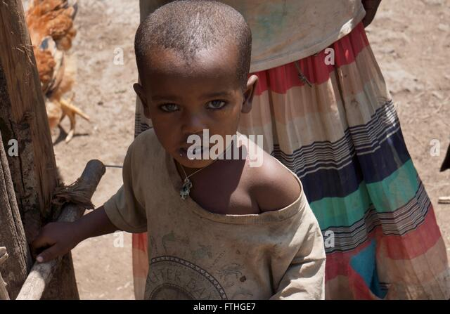 A young boy in front of his mother - Stock-Bilder