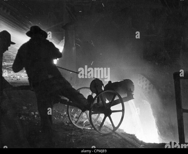 Blast furnace in a steel plant, 1935 - Stock-Bilder