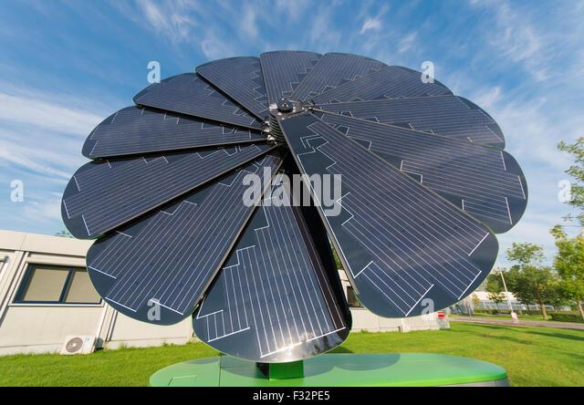 Solar Panel Flower: Smartflower A Flower Of Solar Panels
