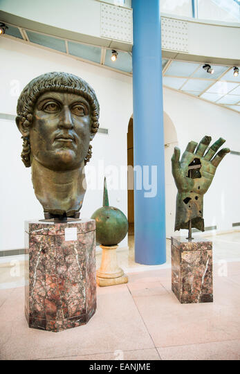 Parts of a colossal bronze statue of Costantino in the Exedra of Marcus, Palazzo dei Conservatori, Capitoline Museums, - Stock Image
