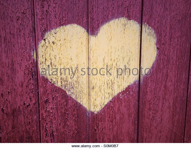 Heart graffiti painted on a wooden door - Stock-Bilder