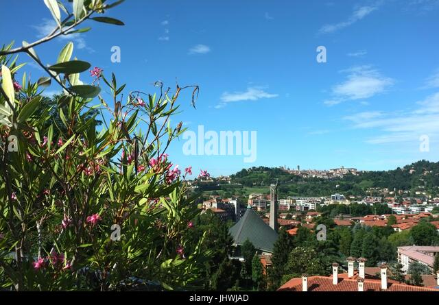The view from the Ostello di Bergamo towards the Citta Alta (upper city) of Bergamo, Lombardy, northern Italy, July - Stock Image