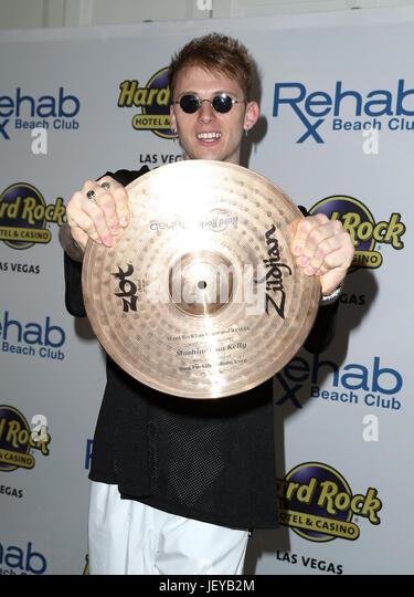Machine Gun Kelly Celebrates Memorial Day Weekend at Rehab Beach Club at Hard Rock Hotel & Casino  Featuring: - Stock-Bilder