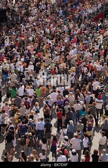 Crowds at montreal international jazz festival - Stock-Bilder