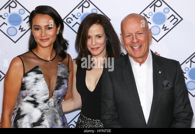 New York, NY, USA. 5th Apr, 2017. Emma Hemming-Willis, Mary-Louise Parker, Bruce Willis at arrivals for Room to - Stock Image