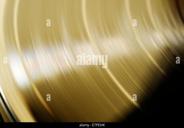 a-vinyl-record-in-yellow-light-e7pehk.jp