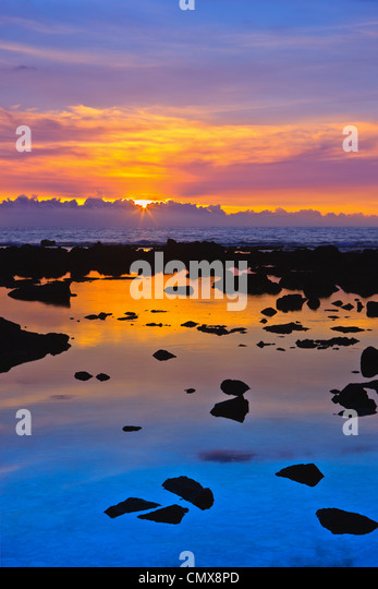 Sunset at the Pacific with lava in the foreground - The Big Island, Hawaii - Stock-Bilder